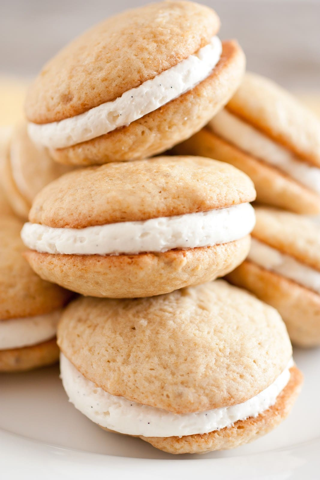 Banana Bread Whoopie Pies with Fluffy Vanilla Bean Frosting - Cooking ...