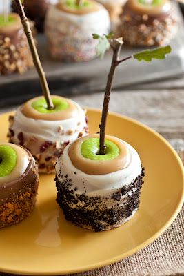 Ultimate Caramel Apples – A Favorite Fall Treat
