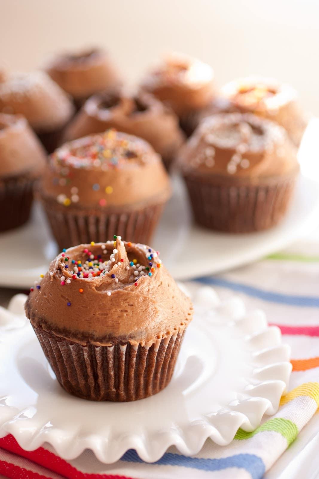 Chocolate cupcakes with chocolate cream cheese frosting for Chocolate fudge cream cheese frosting