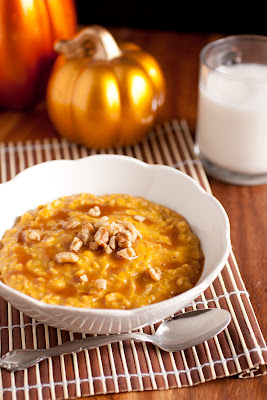 Pumpkin Pie Oatmeal with Caramel Sauce