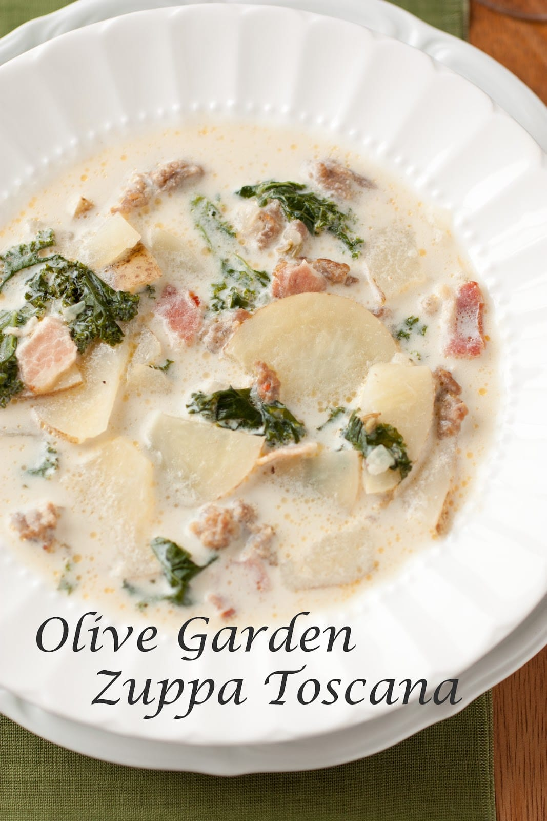 Zuppa toscana soup og copycat slow cookerster for Olive garden potato sausage kale soup recipe
