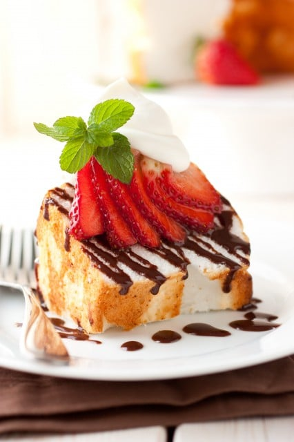 Angel Food Cake with Nutella Drizzle, Fresh Strawberries & Mascarpone Cream