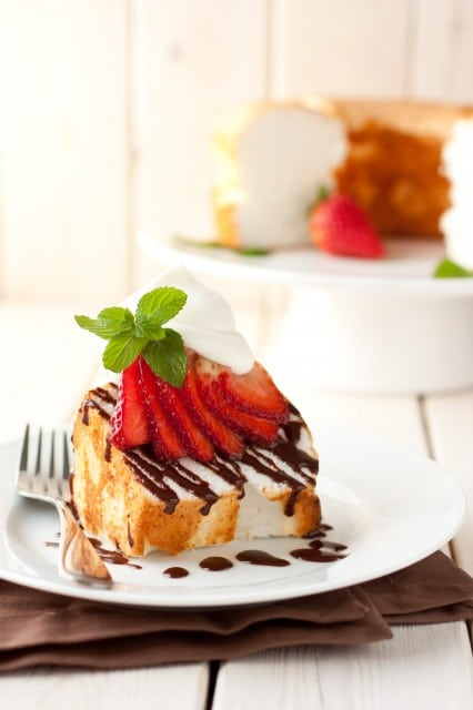 angel food cake with nutella drizzle, berries & mascarpone cream2