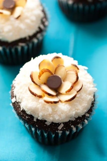 almond joy cupcakes6