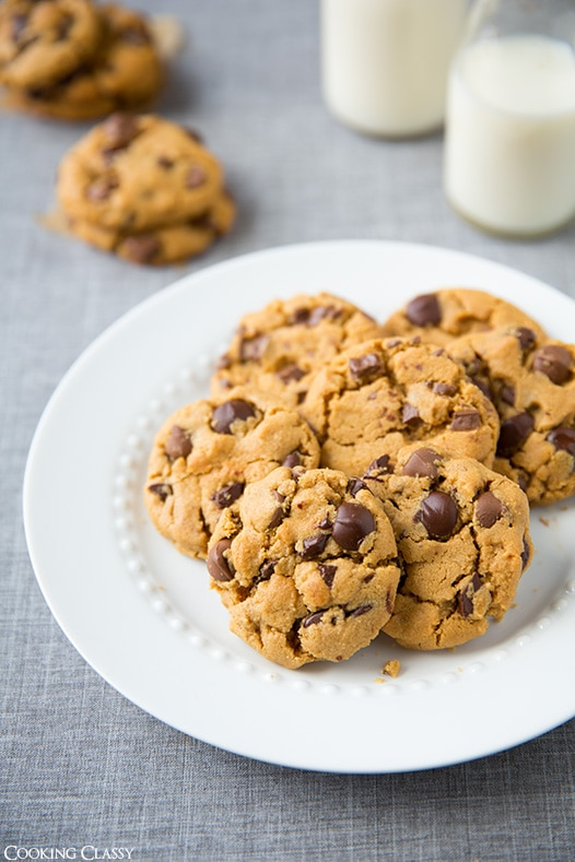 Flourless Peanut Butter Chocolate Chip Cookies {only 6 ingredients and one bowl}   Cooking Classy