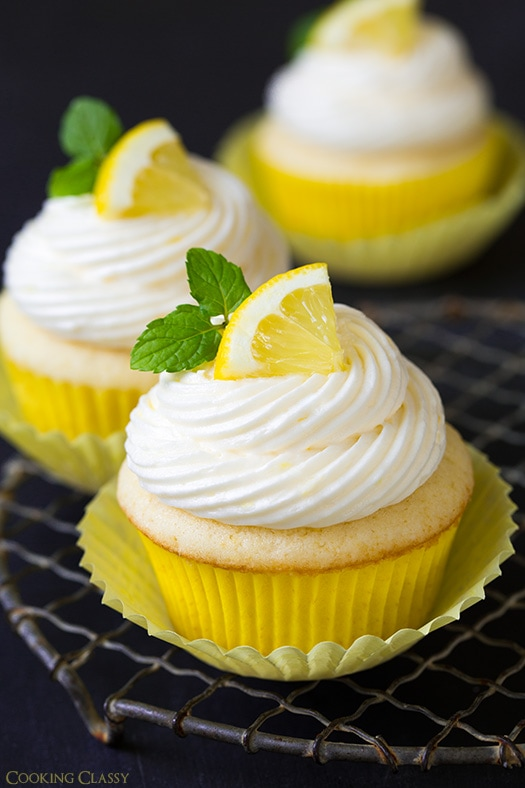 lemon cupcakes lemon cream cupcakes lemon meringue cupcakes lemon