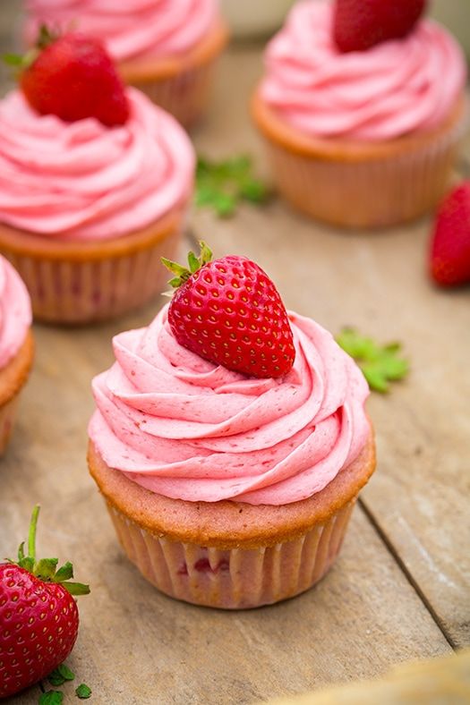 Easy Strawberry Cupcakes With Strawberry Buttercream Recipes ...