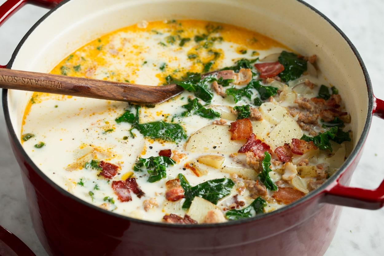 Finished zuppa toscana soup in pot.
