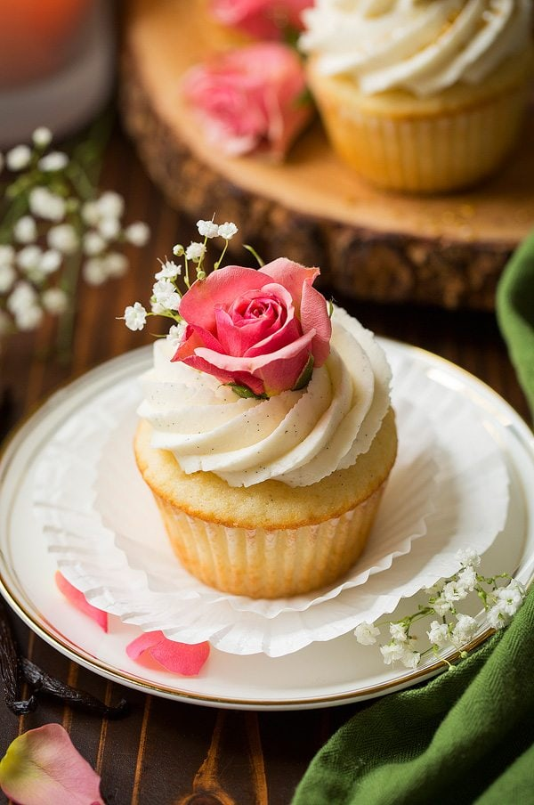 Vanilla bean cupcakes with vanilla bean buttercream frosting cooking classy - Creme decoration cupcake ...