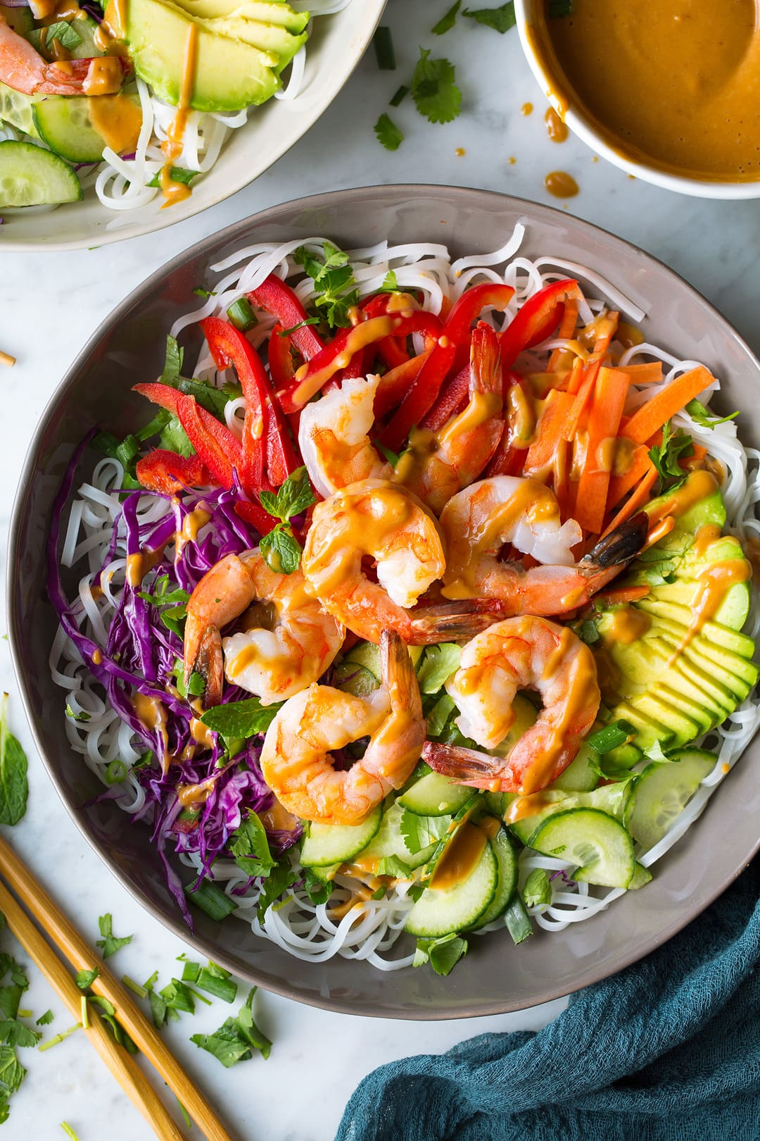 Rainbow Spring Roll Bowls With Shrimp Or Chicken And Peanut Sauce Cooking Classy