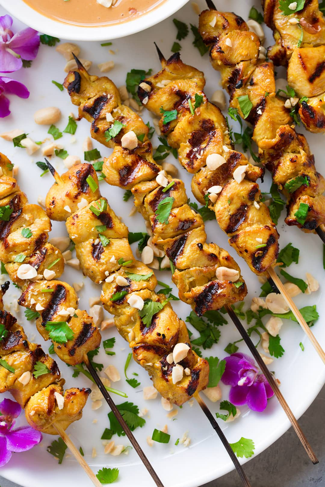 thai chicken satay skewers with peanut sauce