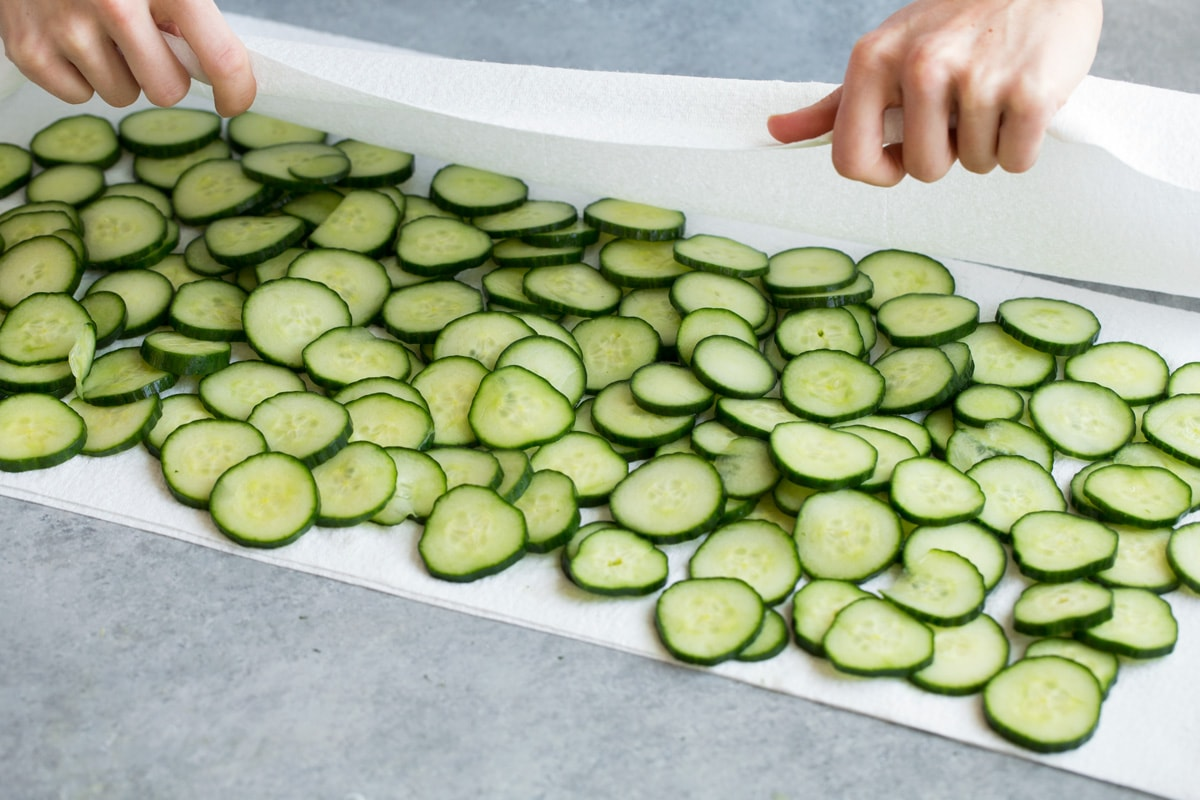 Drying cucumbers on paper towels.